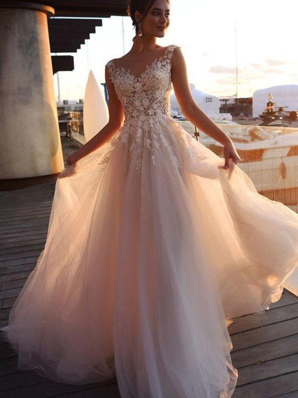 A-Line Bateau Short Sleeves Sweep/Brush Train Tulle Wedding Dresses with Applique