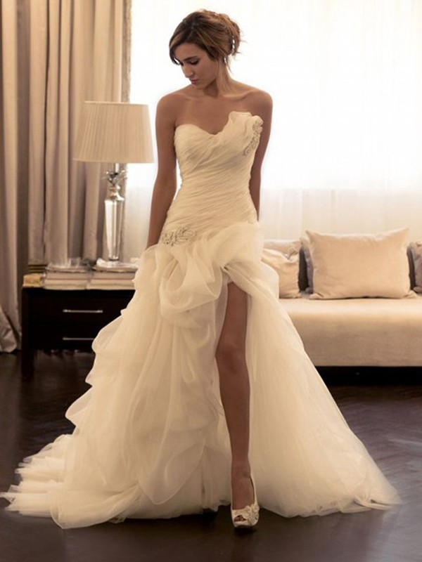 Ball Gown Sweetheart Sleeveless Sweep/Brush Train Organza Beading Wedding Dresses