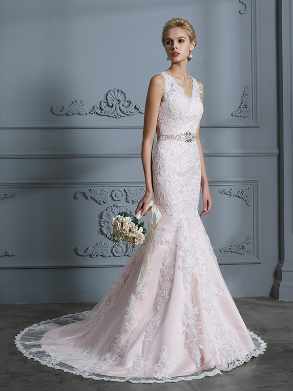 V-neck Trumpet/Mermaid Sleeveless Applique Tulle Court Train Wedding Dresses