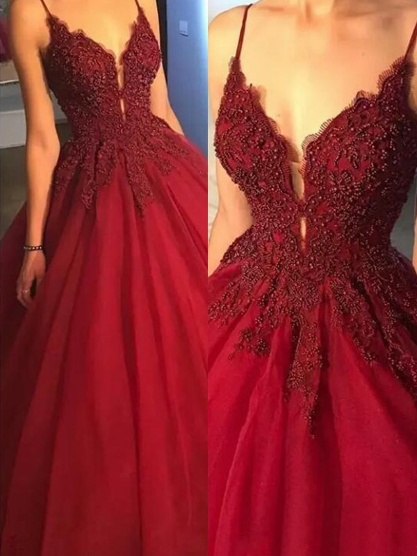Ball Gown Spaghetti Straps Sleeveless Tulle Sweep/Brush Train Applique Dresses