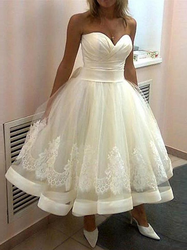 Ball Gown Sweetheart Tulle Sleeveless Applique Tea-Length Wedding Dresses