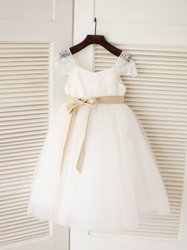 Tea-Length Ball Gown Scoop Sleeveless Sash/Ribbon/Belt Tulle Dresses